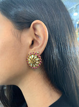 Load image into Gallery viewer, Kundan Paisley Floral Stud