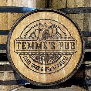 Laser engraved barrel head with text Temmes Pub, Good Beer and Great People and two beer mugs clinking