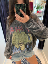 Load image into Gallery viewer, Def Leppard Love Bites Sweatshirt