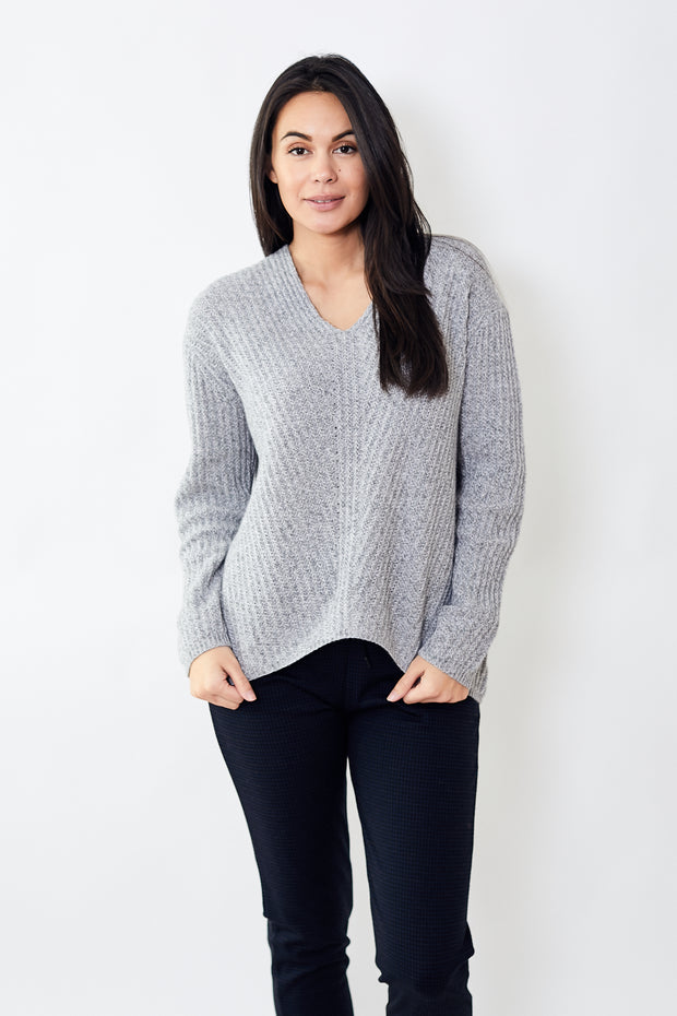 Allude Oversize V Neck Sweater