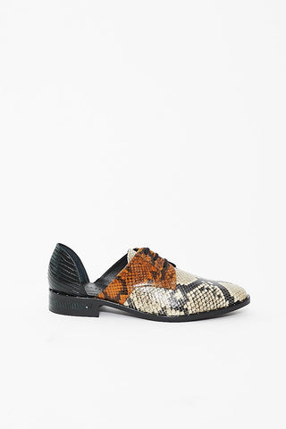 Freda Salvador Wit Embossed Snake D'orsay Oxford