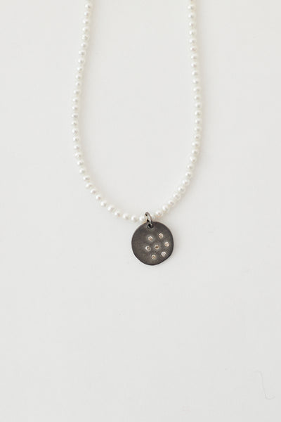 Oie Scatter Diamond Disc on Tiny Pearl Necklace