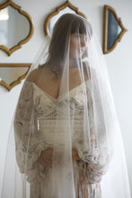 Load image into Gallery viewer, Two Tier flat wedding  veil