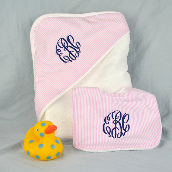 Seersucker hooded towel and bib