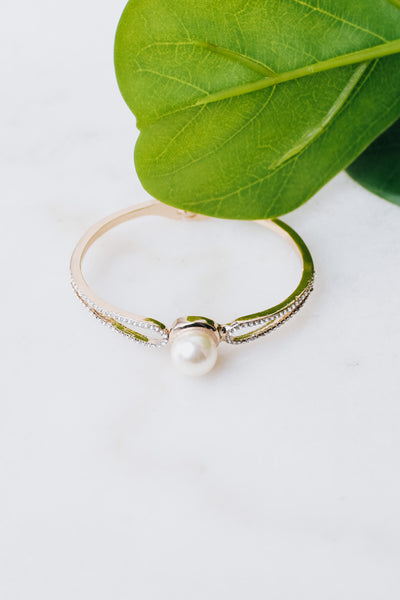 Loop Sides Pearl Middle Bangle