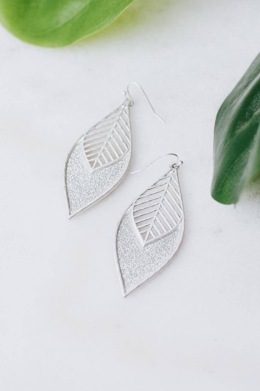 Leaf Top Glitter Point Earring