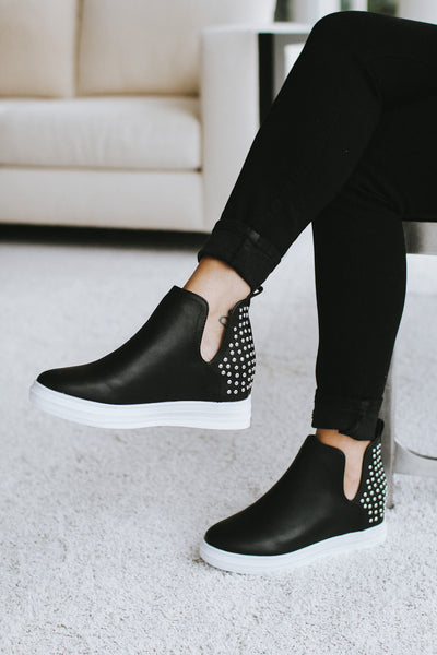 Stud Back V Side Sneaker