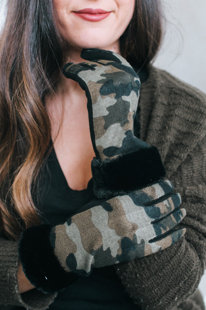 Camo Print Gloves with Fur Wrist