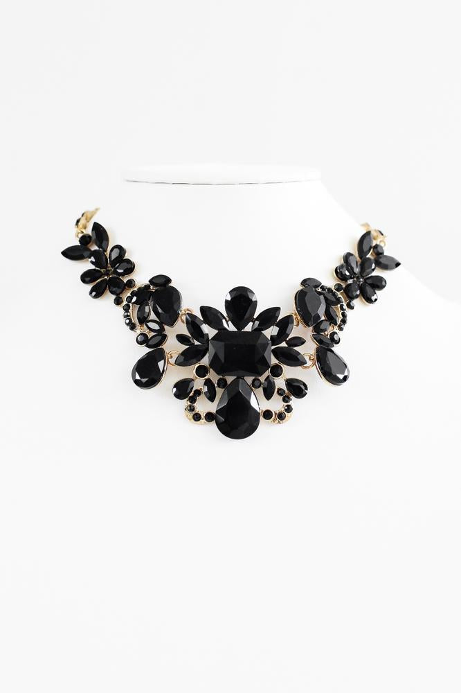 Flower Design Middle Statement Necklace - Glitz & Ears