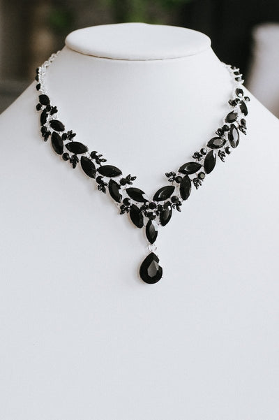 Staggered Almond Teardrop Point Necklace