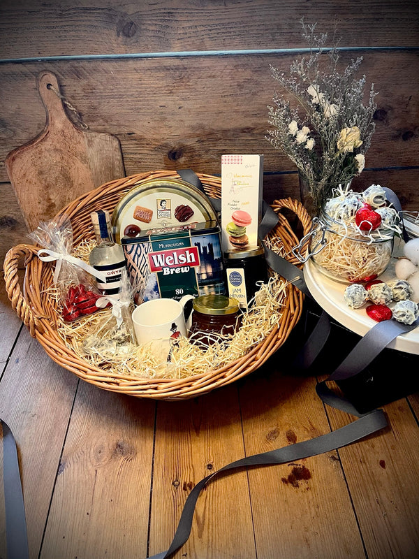 Mother's Day Luxury Basket & a Tipple