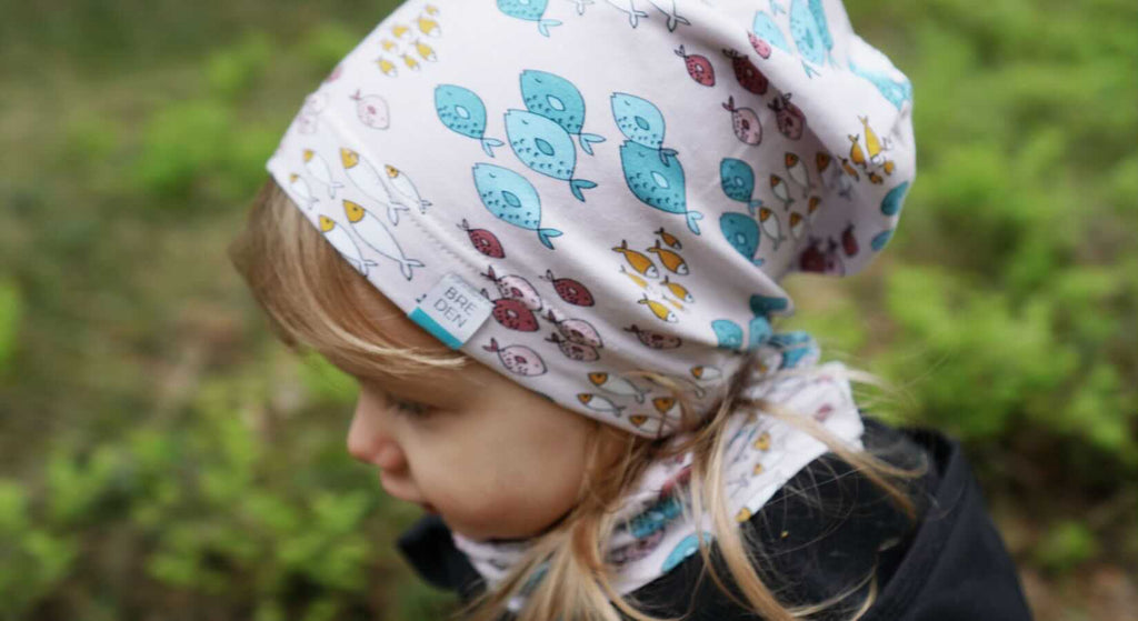 One-layered summer hat and tube-scarf