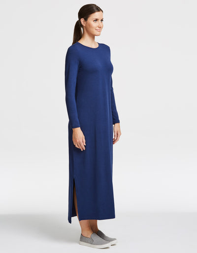 Sun protective maxi dress in Navy. Full body sun protection. Stylish, lightweight and suitable for sensitive skin.