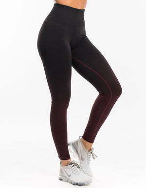 Arise Ombre Scrunch Leggings - Black/Berry