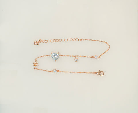 A reference cut of Korean fashion bracelet Heart Cubic in 14KGP Rose Gold color in the white background.