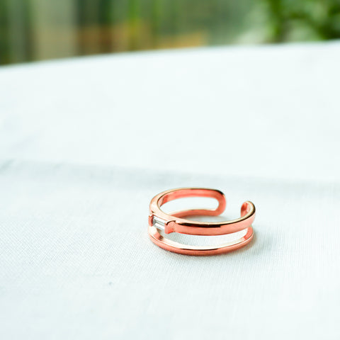 amy bel Korea Ring Clear in 14KGP Rose Gold color is placed in the white background.