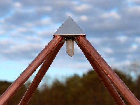 Copper pyramid corners with crystals