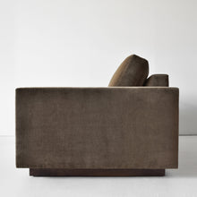 Load image into Gallery viewer, Dakota Sofa
