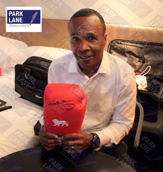 RAY LEONARD - SIGNED RED BOXING GLOVE - LEFT HAND PORTRAIT SIGNATURE