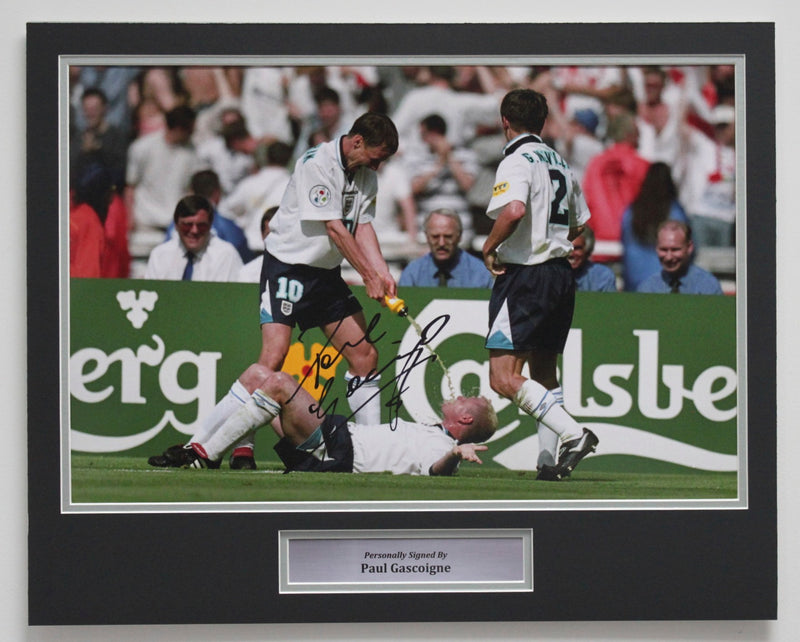 PAUL GASCOIGNE - DENTIST CHAIR 18x12 INCH PHOTO - PRE-FRAMED