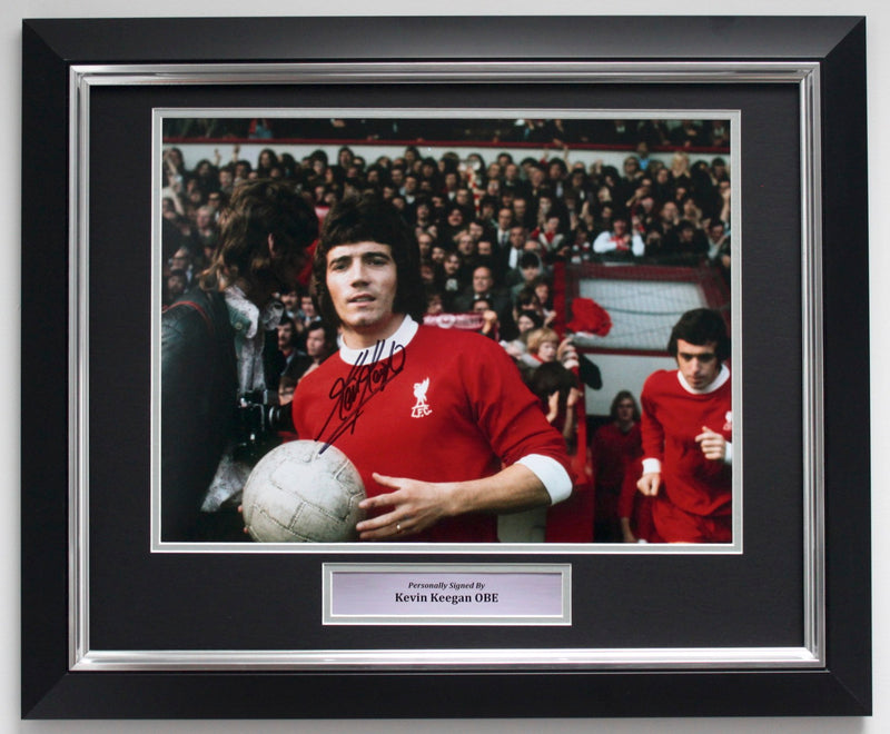 KEVIN KEEGAN PERSONALLY SIGNED PHOTO - ANFIELD DEBUT - DELUXE FRAME
