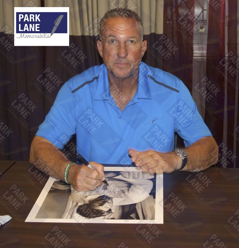 IAN BOTHAM - CIGAR AT HEADINGLEY - PREMIUM FRAME