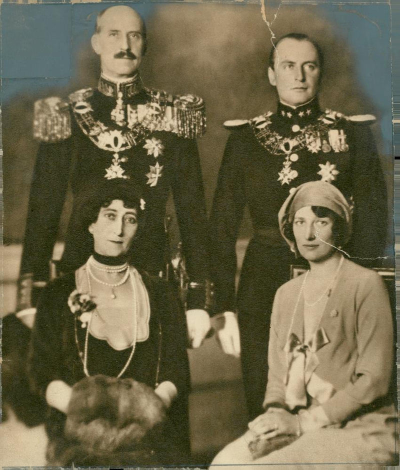 King Haakon VII with his family - Reprint