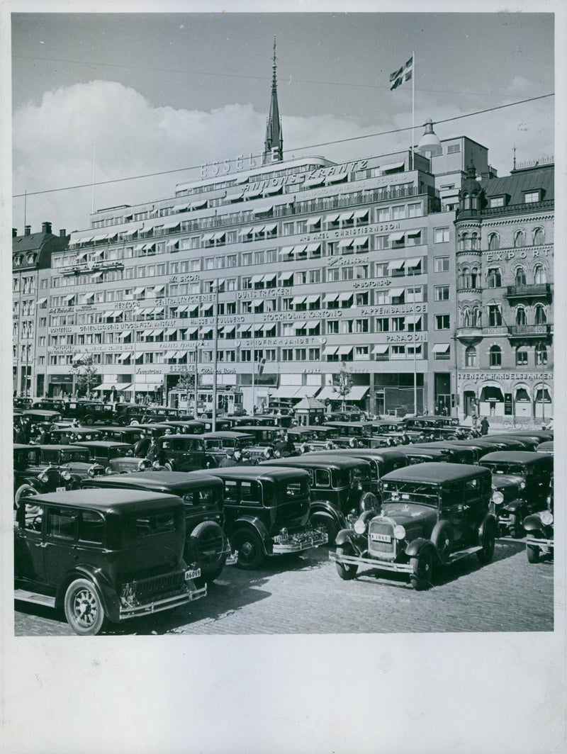 Esselte house and cars in Vasagatan, Stockholm. - Reprint