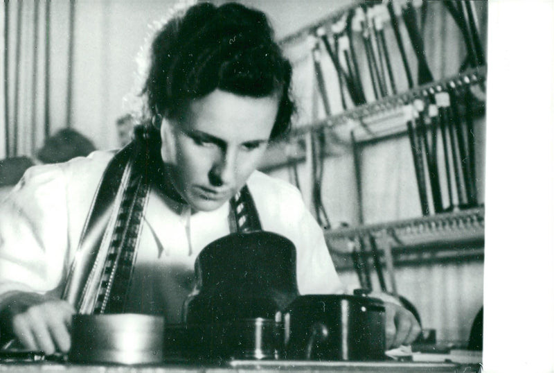 "Leni Riefenstahl edits his movie ""The Great Olympiad"" - Reprint"