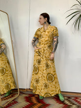 Load image into Gallery viewer, 1940s Yellow Paisley Dressing Gown
