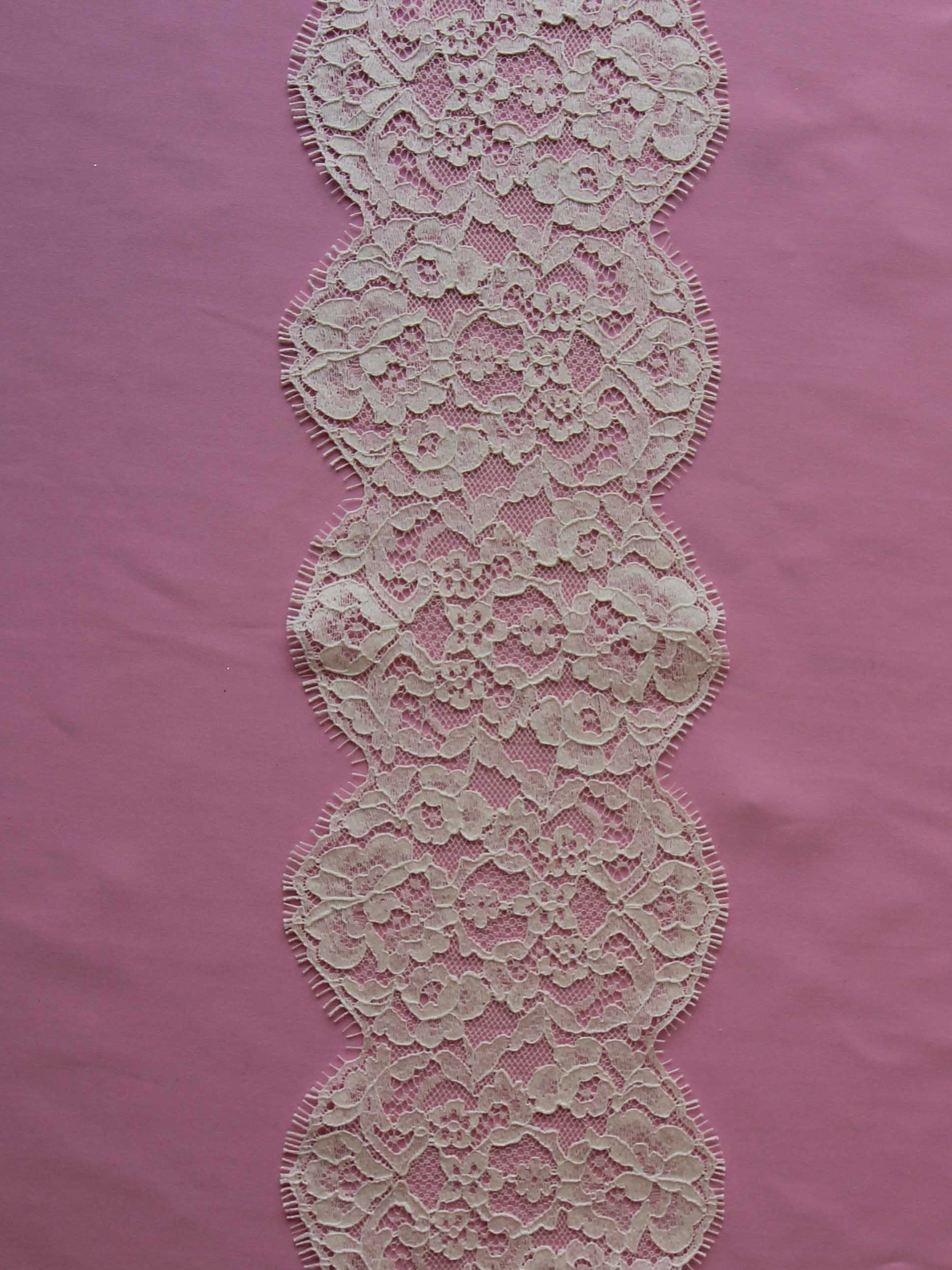 Ivory Chantilly Lace Trim - Ivanna