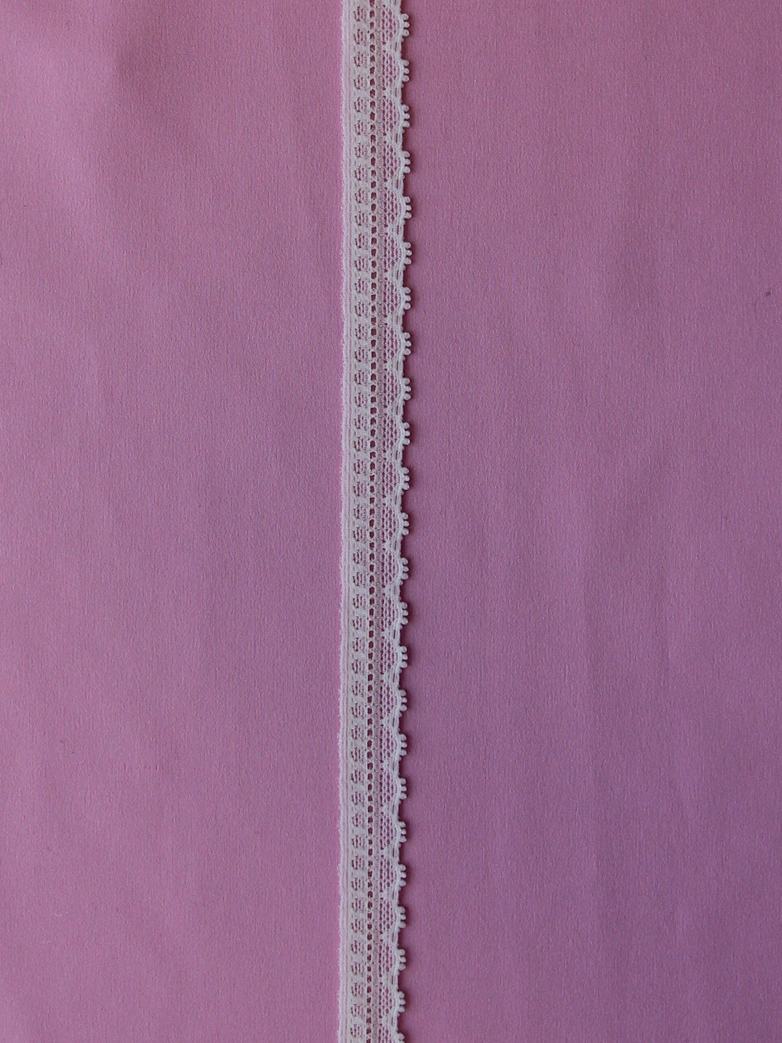 Ivory Lace Trim - Maple