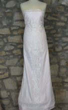 Load image into Gallery viewer, Ivory Sequinned Lace - Etta