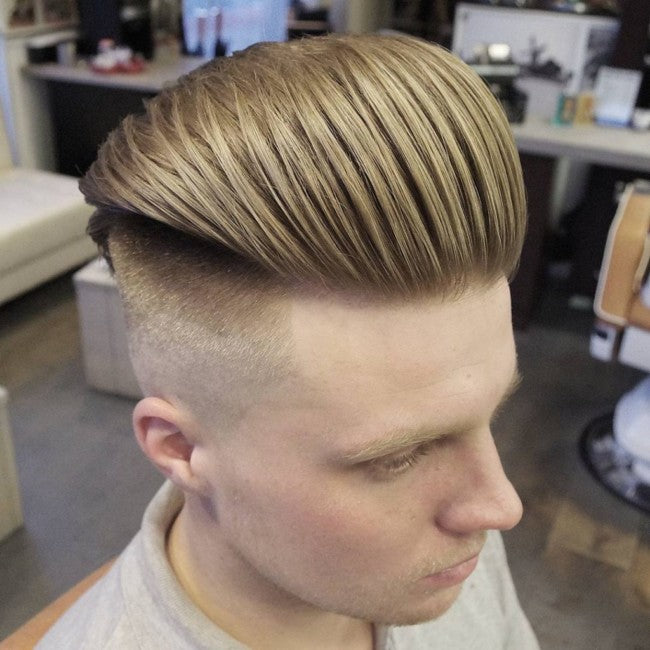 Slicked back Undercut - Coupe de cheveux homme