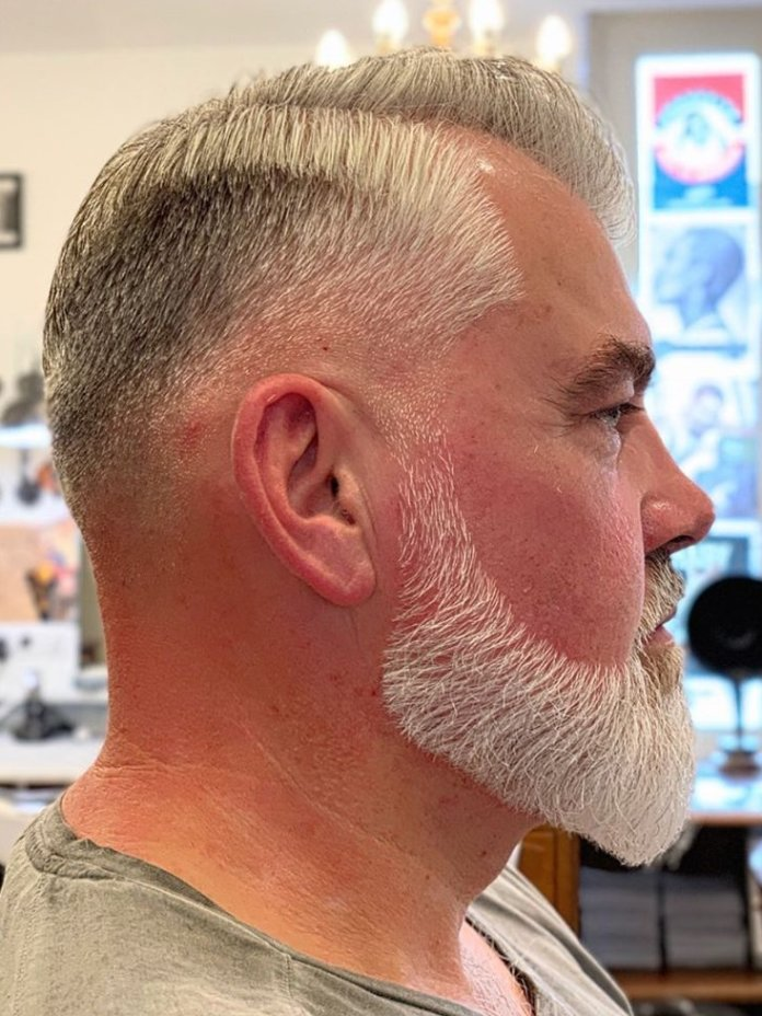 Side part Comb over + Dégradé + Barbe taillée