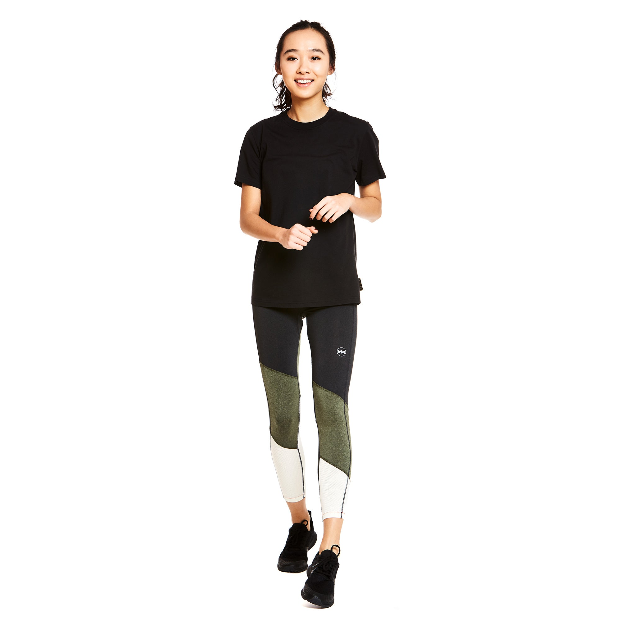 W's Feather Tee in Boda Black