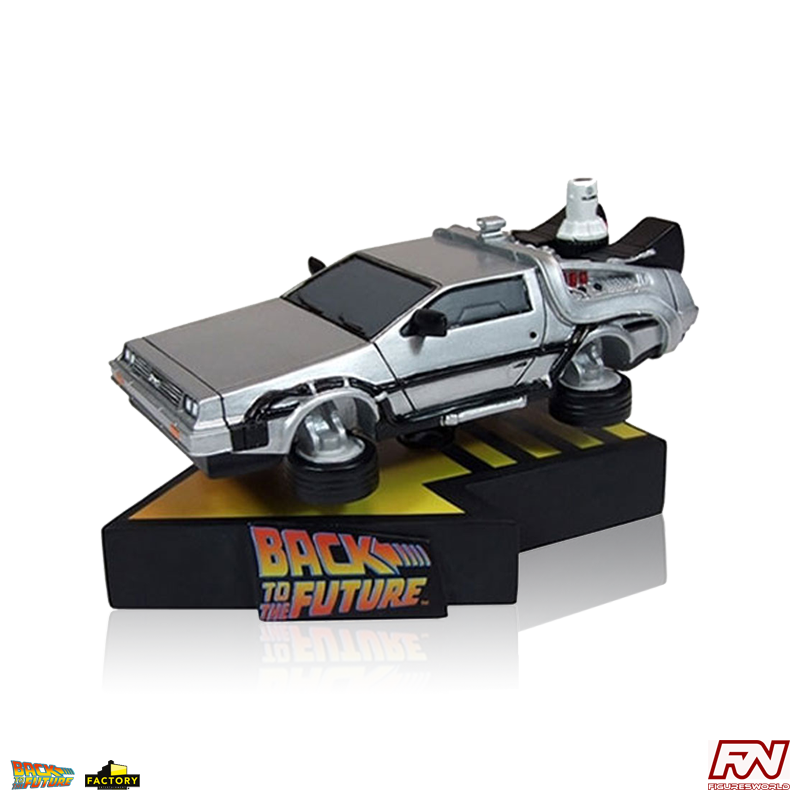 BACK TO THE FUTURE PART II: Delorean Time Machine Premium Motion Statue
