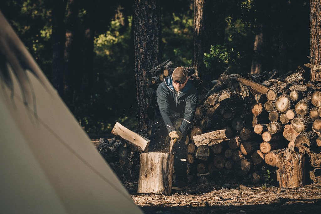 Best Gear and Clothes for Wood Chopping - Voormi