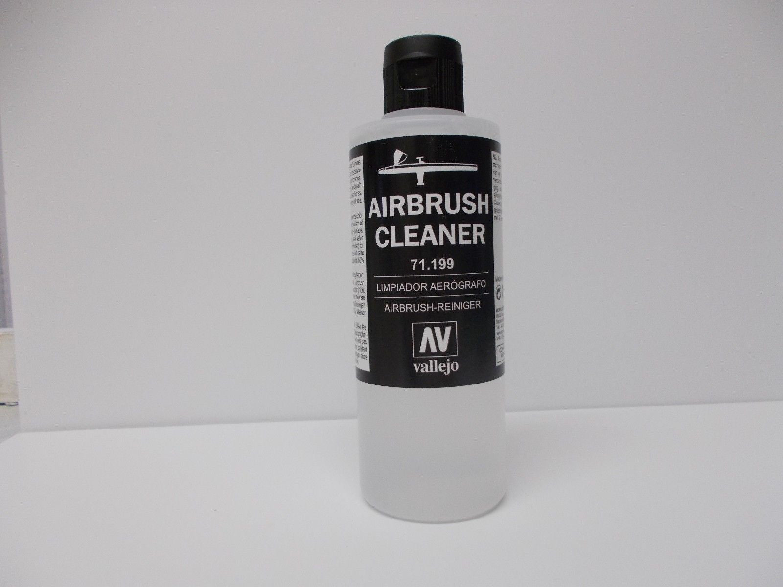 Vallejo Acrylic Airbrush Cleaner - 200ml   Modelling, Paint, Hobbies craft