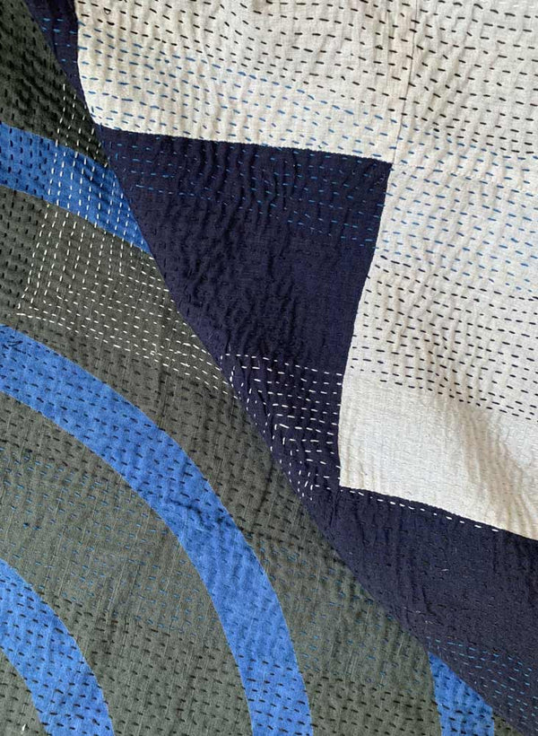 Gudri Quilt King, lapis echo, light grey + navy