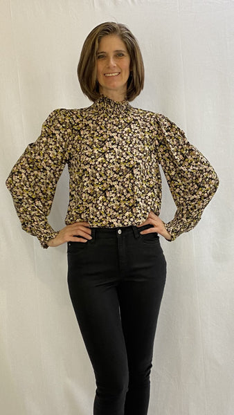 Flowery top with wide sleeves