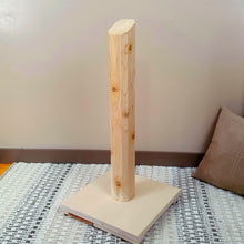 Cedar Vertical Scratching Post