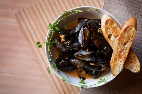 Saucy Steamed Mussels