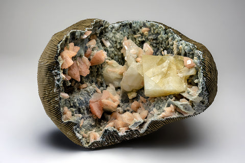 Calcite with Huelandite and Stilbite on Chalcedony Matrix from Jalgaon,  Maharashtra, India
