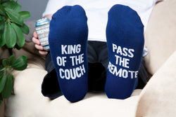 King of the couch pass the remote Men's Cotton Blend Socks