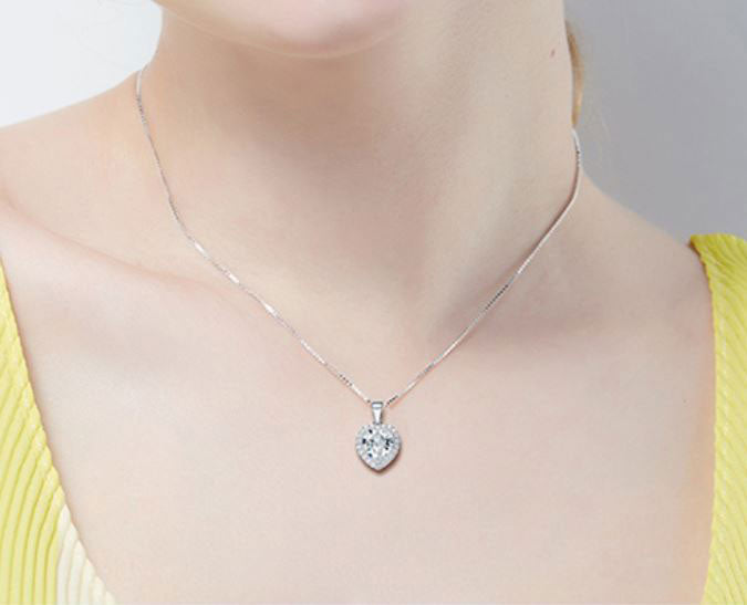 Frenelle-Jewellery-Necklace---Gwen-crystal-2_SJ2XH5RLHI0F.jpg