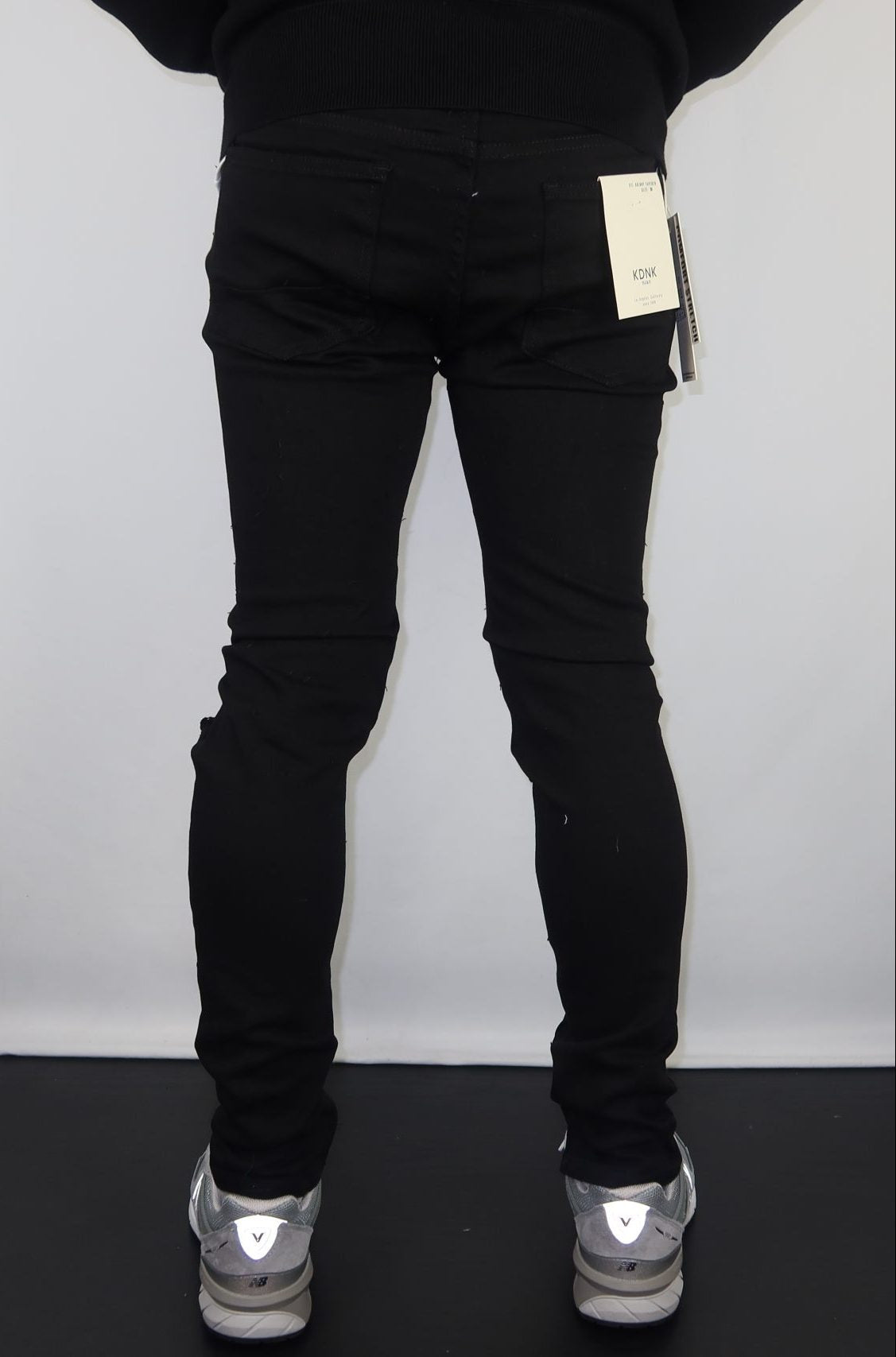 Destroyed ankle zip pants