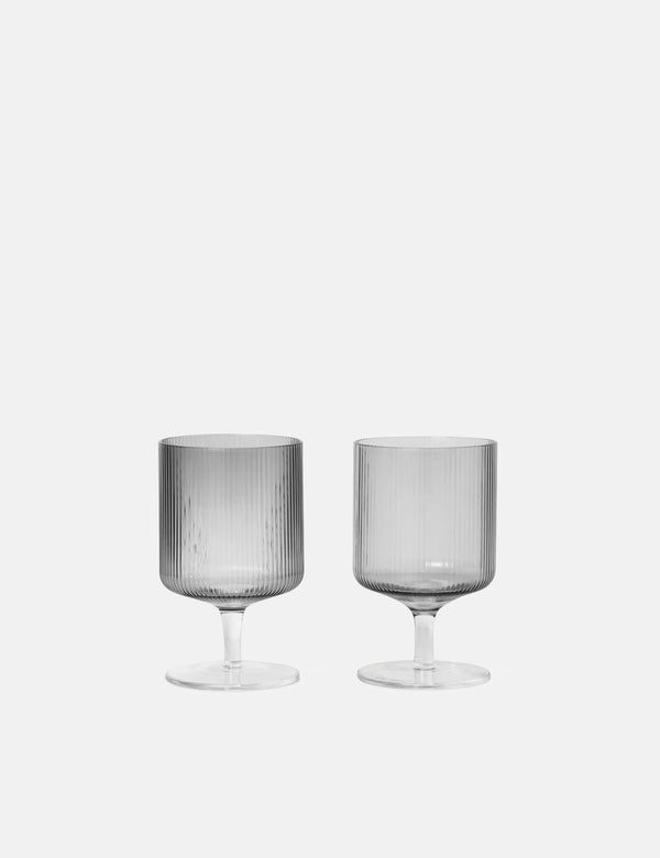 Ferm Living Ripple Weingläser (2er-Set) - Smoked Grey