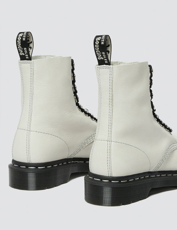 Dr. Martens 1460 Pascal Hardware Boot (26104115) - Knochenweiß