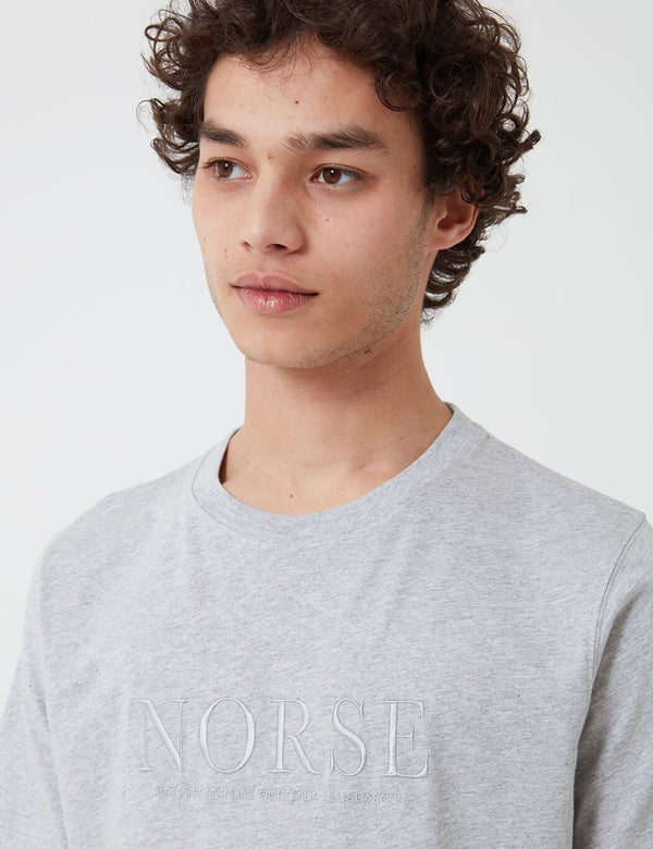 T-Shirt à Logo Brodé Niels Serif Norse Projects - Light Grey Melange